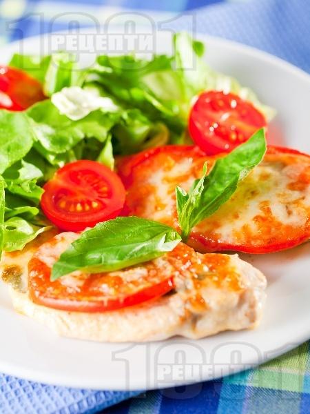 Печено пилешко филе по италиански с домати, пармезан и сирене моцарела на фурна - снимка на рецептата